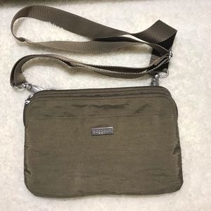 Baggallini Crossbody Brown Bag Olive Color.